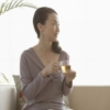 お茶を飲む女性たち