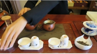 中国茶を淹れる