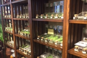 慶光茶荘のお茶棚