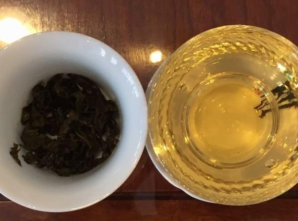 凍頂烏龍茶 茶葉と茶湯