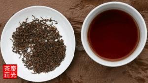 普洱茶 茶葉と茶湯