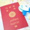 日本のパスポートと地図