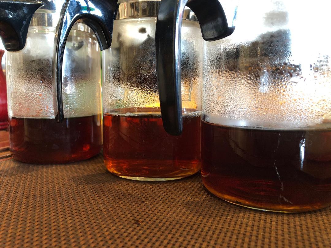 普洱茶焙煎による茶湯の色の違い