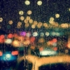 車から見た雨の風景