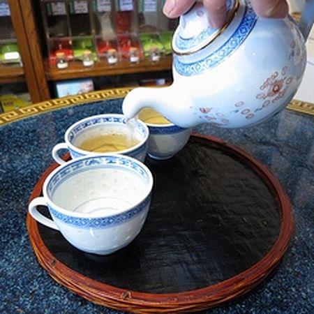黒烏龍茶を急須で淹れる 2