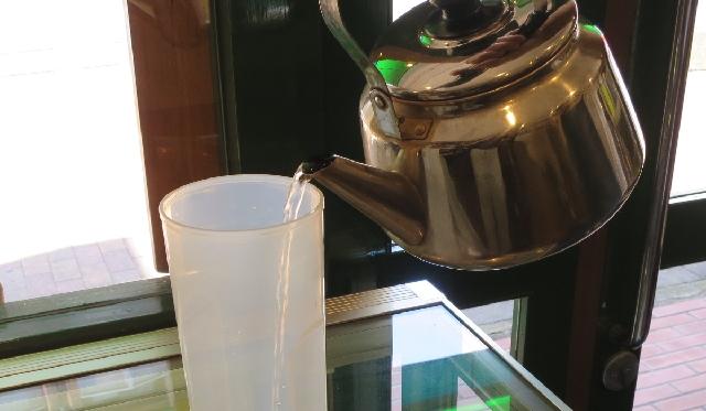 プーアル茶を水から入れる_2