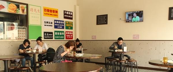 香港レストラン食事中の人々