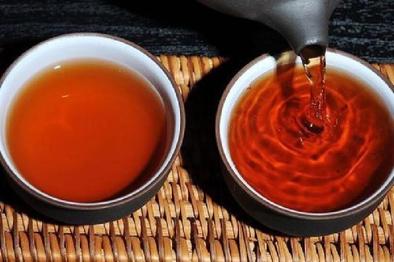普洱茶を急須で淹れる