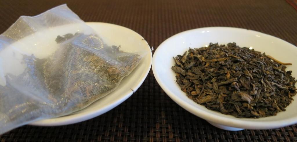 プーアル茶の茶葉とティバッグ