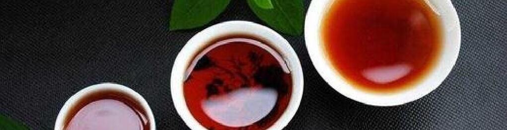 普洱茶を注いだ茶杯