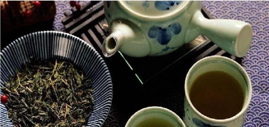 日本茶を飲むイメージ