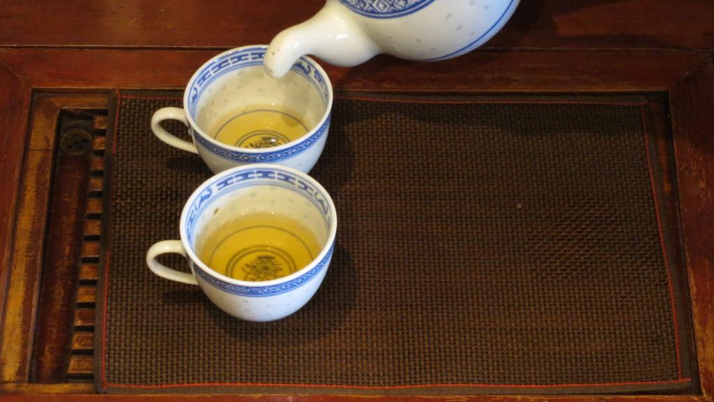 お茶の濃さを均等に淹れるのがコツです