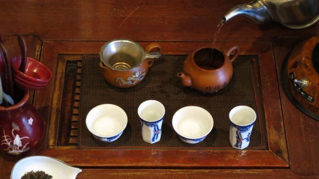 茶芸で中国茶を淹れる