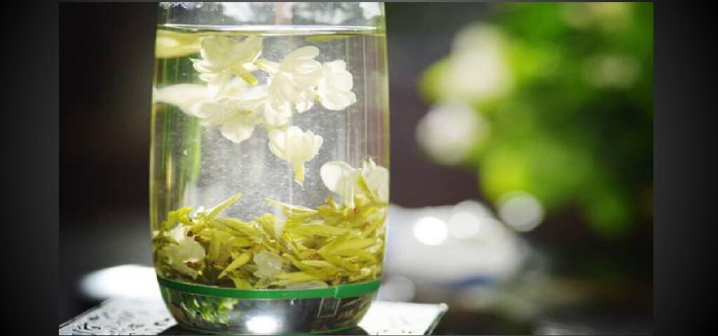 ジャスミン茶を淹れるイメージ