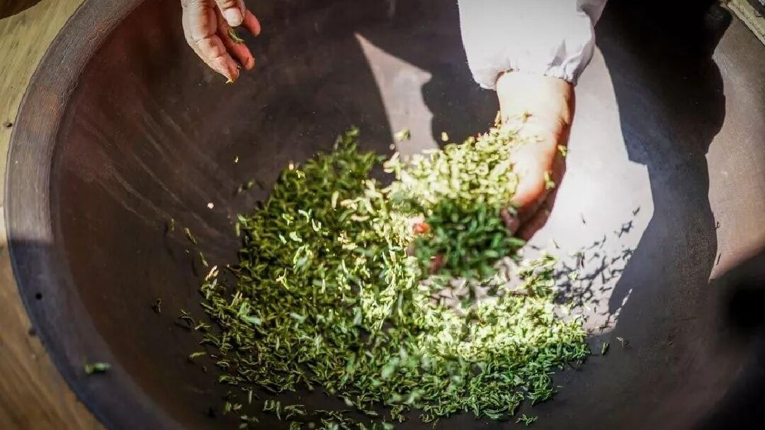 お茶の火入れイメージ 発酵をうながす